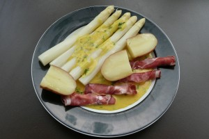Spargel mit Curry-Buttersauce